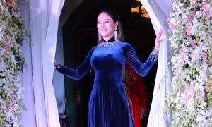 Lâm Khánh Chi tự tay trang hoàng đám cưới đợi chú rể đến rước dâu