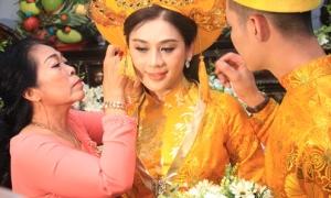 Lâm Khánh Chi được nhà chồng tặng 6 kiềng vàng