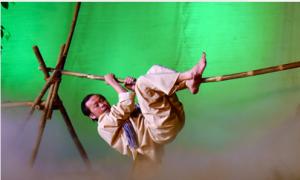 Hoài Linh gặp tai nạn trên sân khấu liveshow