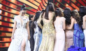 Người đẹp 'đá váy' Mâu Thủy đứng lặng một góc khi hoa hậu đăng quang