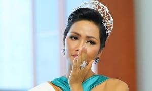 H'Hen Niê bật khóc nói về các cô gái bị ép lấy chồng sớm