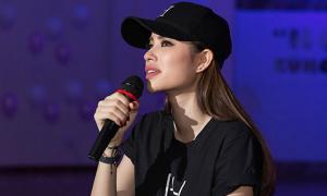 Phạm Hương khóc nức nở khi đọc 'tâm thư' fan gửi