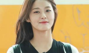 Suzy, Seol Hyun đẹp trong trẻo ở sân bay