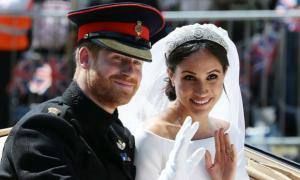 Vợ chồng Hoàng tử Harry trả lại 7 triệu bảng quà cưới