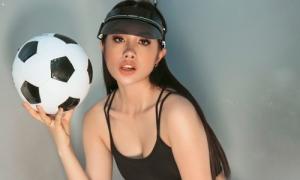Yaya Trương Nhi sexy hết nấc cổ vũ World Cup