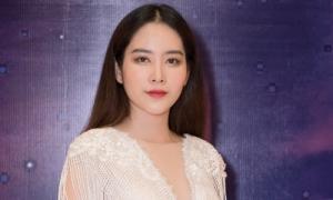 Nam Em hát live trước nhiều thí sinh hoa hậu