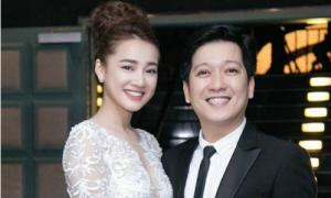 Trường Giang xúc động khi bố vợ trao Nhã Phương trong lễ đính hôn