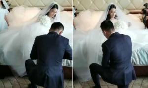 Trương Hinh Dư được chồng quỳ gối xỏ giày trong đám cưới