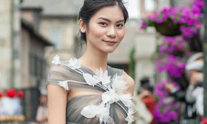 Dàn mẫu Next Top diện đầm xuyên thấu catwalk cùng 150 'thiên thần nhí'