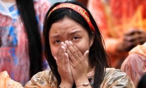 CĐV bật khóc dưới mưa khi Olympic Việt Nam thua cuộc