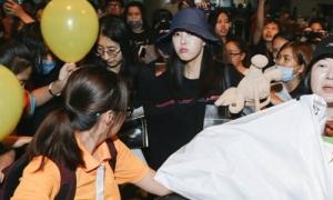 Biểu cảm nũng nịu 'dễ cưng' của Hyo Min khi đến Việt Nam