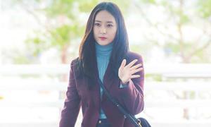 Jung Sister thể hiện đẳng cấp, Red Velvet phong cách ở sân bay