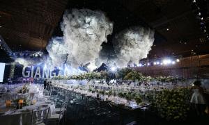 Không gian tiệc cưới xa hoa gây choáng ngợp của Trường Giang - Nhã Phương
