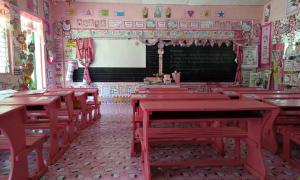 Cô giáo biến lớp học tẻ nhạt thành căn phòng hồng rực phong cách Hello Kitty