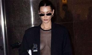 Bella Hadid thả rông vòng 1 khi đi thử đồ cho Victoria's Secret