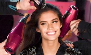 Dàn thiên thần đọ dáng gợi cảm tại hậu trường Victoria's Secret Fashion Show