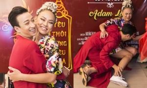Tí tởn pose dáng với Adam Lâm, Mai Ngô 'quê' vì... té sấp mặt