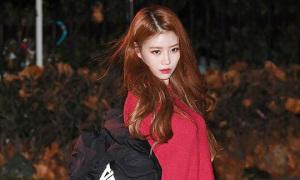 Red Velvet mặc kín bưng vì trời lạnh, Mi Joo hở hang 'bất chấp'