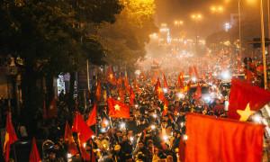 Triệu CĐV 'đi bão' xuyên đêm mừng Việt Nam vô địch AFF Cup 2018