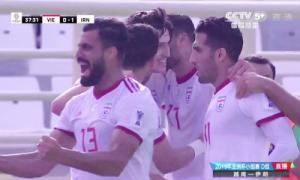 Pha ghi bàn mở tỷ số của Iran trước Việt Nam