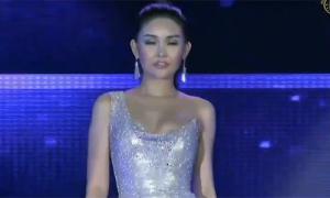 Ngân Anh giải thích sự cố lộ miếng dán ngực tại Miss Intercontinental