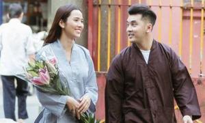 Sao Việt nô nức đi chùa ngày đầu năm