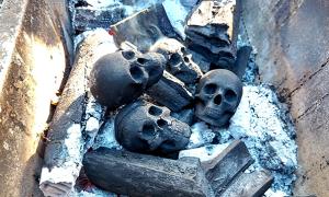Bạn có dám nướng thịt từ than… sọ người?