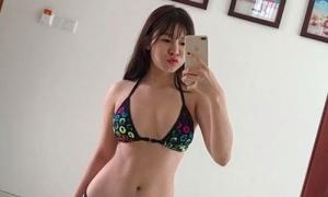 'Bạn gái tin đồn' của Văn Lâm gây tranh cãi về quan điểm gạ tình