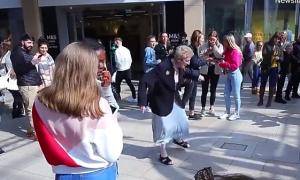 Bà cụ nhảy cực teen khiến người trẻ phải trầm trồ