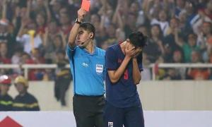 Cầu thủ đấm vào mặt Đình Trọng bị phạt 1.000 USD, 'treo giò' 2 trận