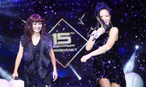 Hồng Nhung - Phương Thanh song ca máu lửa trên sân khấu nước