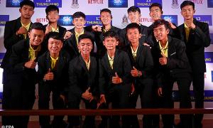Kể lại 18 ngày sinh tồn bằng phim, đội bóng Lợn Hoang nhận 94.000 USD/người