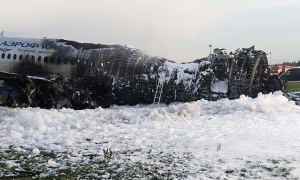 Vết cháy nham nhở, trơ khung của máy bay Nga tại hiện trường