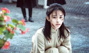 'Mỹ nhân 4000 năm' Cúc Tịnh Y gây tranh cãi vì chỉ đóng phim cổ trang