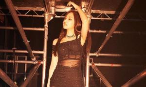 Jennie gây sốt với khoảnh khắc diện váy xuyên thấu khoe body sexy