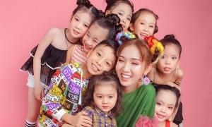 Nhật Hà hóa công chúa nhí nhảnh bên các 'thiên thần nhỏ'