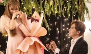 Thu Thủy được bạn trai cầu hôn