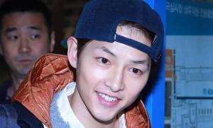 Fan đau lòng khi biết Song Joong Ki đi xem kịch vào ngày ly hôn