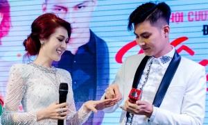 Vợ chồng Lâm Khánh Chi đeo nhẫn cưới giả 200k suốt 2 năm