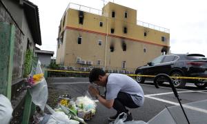 Tìm thấy dao và búa trong túi nghi phạm phóng hỏa xưởng phim Nhật