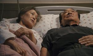 'Điều ba mẹ không kể' - bộ phim về người già khiến người trẻ rơi nước mắt