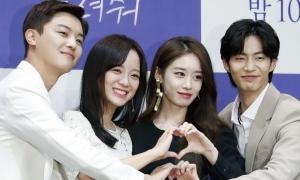 Se Jeong (Gugudan) và Ji Yeon (T-ara) đọ sắc trong họp báo phim