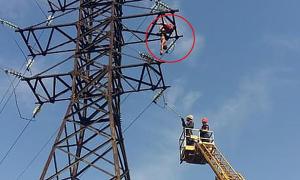 Trèo cột điện để chụp ảnh triệu view, chàng trai thiệt mạng