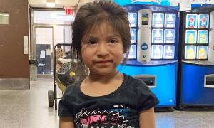 Bỏ quên bé 4 tuổi trên xe bus của trường, tài xế Mỹ bị bắt