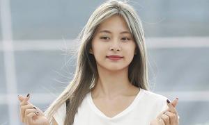 Twice - Black Pink ra sân bay: Jennie sexy, Tzuyu gây sốt với tóc mới