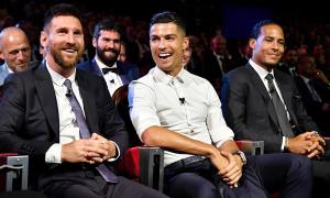 Ronaldo ngỏ lời muốn đi ăn tối với Messi
