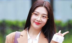 Joy nổi bật nhất Red Velvet khi đến Music Bank