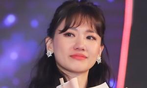 Hari Won bật khóc ở mini concert đầu tiên