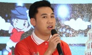 Diệu Nhi - Don Nguyễn làm 'bảo mẫu' của 20 cầu thủ nhí