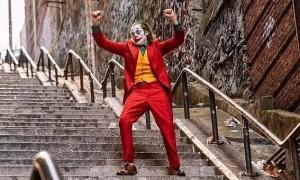 Người dân ném trứng vào du khách chụp ảnh tại 'cầu thang Joker'